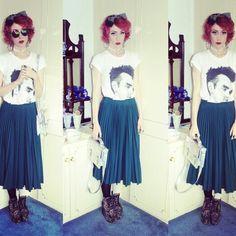 Morrissey is on my t-shirt! Everyyyyyyyyyyyyyyy dayyy is like Sunday! Read the full post here - http://thevelvetepidemic.blogspot.co.uk