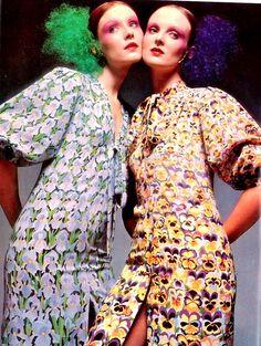 Dior the Gardener Susan Moncur and Grace Coddington. Photo by Barry Lategan. Dresses by Dior. Seventies Fashion, 60s And 70s Fashion, Retro Fashion, Vintage Fashion, Womens Fashion, Biba Fashion, Fashion Mag, Trendy Fashion, Vintage Vogue