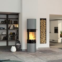 This model from Danish RAIS offers a large combustion chamber and extra heat-storing stone. Tall and elegant round wood burning stove. Foyers, Style At Home, Wood Burning Fires, Kitchen Family Rooms, Home Fashion, Sweet Home, House Design, Living Room, Architecture
