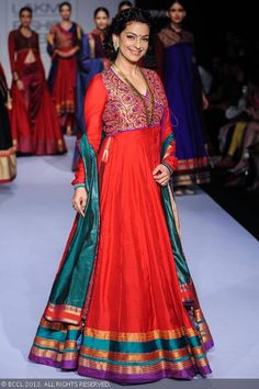 Juhi Chawla and designer Shruti Sancheti on Day 5 of the Lakme Fashion Week (LFW) Winter/Festive held at Grand Hyatt, Mumbai, on August 2013 - Photogallery Sari Dress, Anarkali Dress, Pakistani Dresses, Indian Dresses, Indian Outfits, Indian Attire, Indian Ethnic Wear, Indian Designer Outfits, Designer Dresses