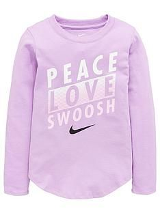 nike-younger-girls-peace-love-swoosh-long-sleevenbsptee-purple Sport Outfits, Boy Outfits, Kids Girls, Baby Kids, 6 Years, Peace And Love, Long Sleeve Tees, Graphic Sweatshirt, Nike
