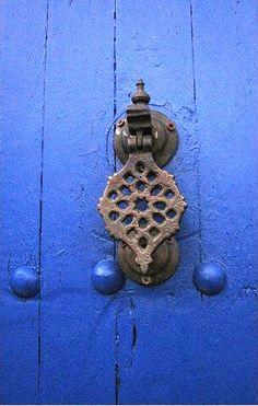 Knocker on beautiful blue door door knob, door knockers, blue doors, color, de port, thing window, forg hardwar, blues, handl