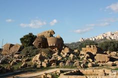 Vallei dei Temple Agrigento A Unesco world heritage site Heritage Site, Cool Places To Visit, Trekking, Grand Canyon, Europe, World, City, Travel, Viajes