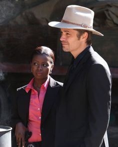 Still of Timothy Olyphant and Erica Tazel in Justified (2010)