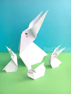 Easy Origami Carrot for Easter. Looking for cute and easy Origami Easter Patterns? These Paper Carrots are so fun to make. Perfect companion to an Origami Bunny this Easter Easter Art, Bunny Crafts, Easter Crafts For Kids, Easter Decor, Easter Table, Easter Centerpiece, Easter Eggs, Diy Origami, Bunny Origami