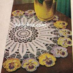 Toalhinha Amor-Perfeito de Crochê  Padrão -  /    Washcloth Pansy Doily with Crocheted Standard -