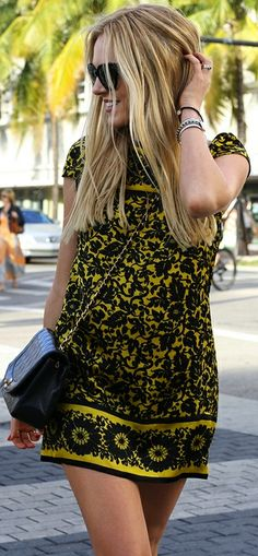 Street style | Yellow and black printed dress.