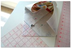 Pink Penguin: Tutorial: Lunch Bag - Lunch Bag - Ideas of Lunch Bag Bag Pattern Free, Bag Patterns To Sew, Sewing Patterns, Lunch Bag Tutorials, Drawstring Bag Tutorials, Fabric Tote Bags, Diy Tote Bag, Small Sewing Projects, Sewing Projects For Beginners
