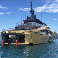 Beautiful Palmer Johnson yacht #rodeoand5thlifestyle #yacht  @alexkara8