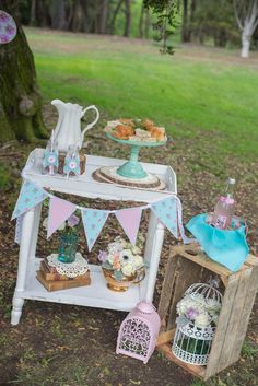 Rustic Chic Floral party for a Baby Shower idea Ideas Decoracion Cumpleaños, Ideas Para Fiestas, Mothers Day Decor, Mothers Day Brunch, Tea Party Birthday, Rustic Chic, Shabby Chic, Party Planning, Party Time