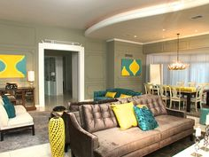 Another design job by the fabulous David Bromstad! This living room is great, I love how he combined the yellows and the blues (contrast), and the gray walls are just neutral, so the colors really stand out. Gray paint is my new obsession, it's smokey, sexy and is a good backdrop for almost anything!