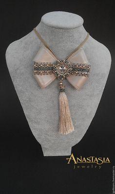 "Купить Брошь-кулон из кожи и бисера со Swarovski ""Luxury Beige"" - бежевый, брошь Wire Jewelry, Pendant Jewelry, Beaded Jewelry, Handmade Jewelry, Beaded Necklace, Ribbon Jewelry, Bow Necklace, Ribbon Art, Ribbon Bows"