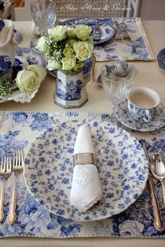 Aiken House & Gardens blue and white dishes Blue And White China, Blue China, Love Blue, Beautiful Table Settings, White Dishes, Blue Dishes, Blue Rooms, Deco Table, Decoration Table