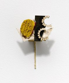 Richard  Tuttle   Memory  Comes from Dark Extension, Section VIII, Extension E (2007) Metal armature, paper mache, acrylic paint, hammered  armature wire, and screws Approx. 20 x 13 x 10,4cm