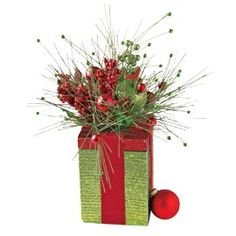 Gift Box Centerpiece, Space-saving Christmas Decoration | Solutions #SolutionsPinIt