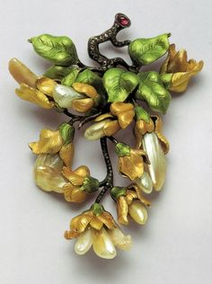 lArt Nouveau Floral Brooch by Lalique