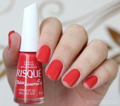 """Esmalte """"Vermelho Sol Meu Iaiá Ioiô"""" da Risqué   Swatches da Coleção """"Vidas Sonoras""""   Red Nails   Unhas Vermelhas   by @morganapzk"""