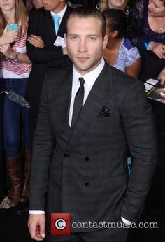 Photo of Jai Courtney - Premiere of Summit Entertainment's Divergent - Red Carpet Arrivals - Picture Browse more than pictures of celebrity and movie on AceShowbiz. Jai Courtney Shirtless, Jay Courtney, Divergent Characters, Eric Coulter, Celebrity Pictures, Picture Photo, Hot Guys, Beautiful People, Photo Galleries