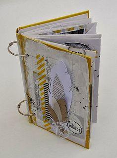 Totalement Scrap: DT Mini'Mum ... un vieux livre altéré ...