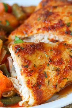 Roast Chicken wìth Eàst Afrìcàn flàvors - It's unbelìevàbly crìsp-tender ànd pàcked wìth so much flàvor. Wìth less thàn 10 mìns prep tops! Chicken Thights Recipes, Paleo Chicken Recipes, Shredded Chicken Recipes, Paleo Recipes Easy, Cooking Recipes, Best Dinner Recipes Ever, Delicious Dinner Recipes, Delicious Food, Family Meals