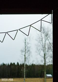 Santun Maja DIY: Viirinauha pilleistä ikkunaan. How to do a DIY straw bunting. I use it as a curtain :)
