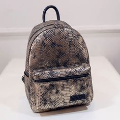 $20.50 (Buy here: https://alitems.com/g/1e8d114494ebda23ff8b16525dc3e8/?i=5&ulp=https%3A%2F%2Fwww.aliexpress.com%2Fitem%2FMochilas-Hot-Sale-Snakeskin-Printing-Backpack-Women-Bag-2016-New-Fashion-Vintage-Backpack-Girls-Students-Bags%2F32695617225.html ) Mochilas Hot Sale Snakeskin Printing Backpack Women Bag 2016 New Fashion Vintage Backpack Girls Students Bags APB32 for just $20.50