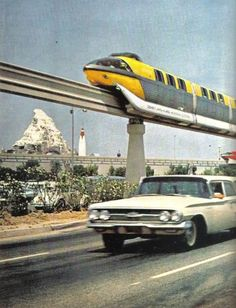 Monorail heading to the Disneyland Hotel