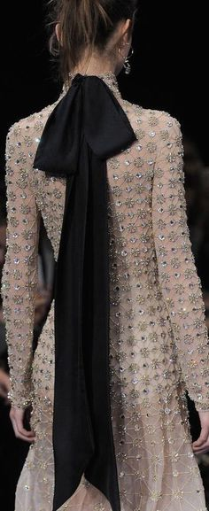 haute couture fashion – Gardening Tips Ohh Couture, Style Haute Couture, Chanel Couture, Couture Details, Fashion Details, Look Fashion, Runway Fashion, High Fashion, Fashion Trends