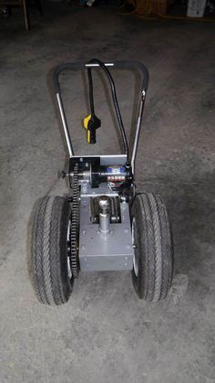 This trailer dolly is built using parts available at Princess Auto (in Canada) and probably Harbour Freight in the US. Parts list: 2000 lb ATV winch 16 tooth drive gear 54 tooth driven gear… Trailer Plans, Trailer Build, Car Trailer, Utility Trailer, Camper Trailers, Atv Winch, Trailer Dolly, Power Trailer, Quad