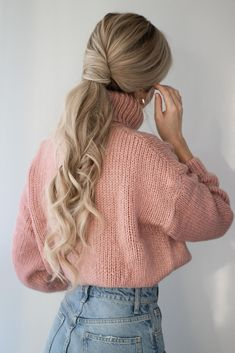 In today's hair tutorial I am sharing 3 easy hairstyles that are perfect for this sweater weather we're currently having. The first hairstyle is a voluminous twisted ponytail, the technique is… Easy Hairstyles For Long Hair, Formal Hairstyles, Weave Hairstyles, Pretty Hairstyles, Wedding Hairstyles, Quinceanera Hairstyles, Hairstyles Videos, Hairstyles Pictures, School Hairstyles