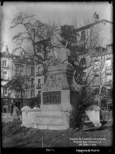 Data de 1880 y es obra de Joan Figueras Vila (1829-1881). Es un homenaje al escritor y dramaturgo que fuera hijo predilecto de Madrid y uno ...