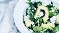 Pomelosalat med rucola og avocado passer godt til julens sulemad. Få opskriften her