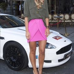 Hot Pink Mini Skirt H&M Hot pink, so cute worn with white lace or even a red top! Model pic is just outfit inspo and not actual item. H&M Skirts Mini