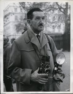 Rare to find photos of UPI photographers. Probably the best news agency ever choose don't credit photographers in the pictures, condemning them to obscurity. 1962 Press Photo UPI Staff Photographer Herbert Andrews won Photographer of Year
