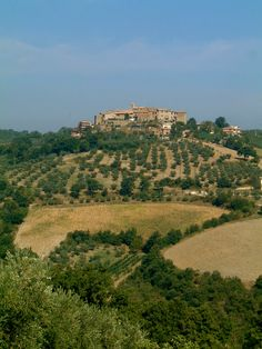 Saragano, a typical Umbrian medieval hilltown.