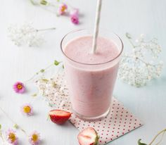 Smoothies are a good addition to anyone's diet, and many people have fallen in love with their delicious taste and added health benefits. From sweet treats to green smoothies, there are a variety o… Best Smoothie Recipes, Smoothie Drinks, Fruit Smoothies, Healthy Smoothies, Healthy Drinks, Healthy Recipes, Parfait, Superfood, Mango Avocado Salsa