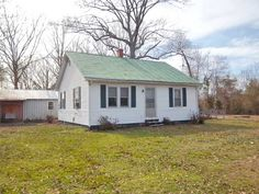 SOLD! MLS#116757 Agent-Irvin Shackelford 804-758-2777 Warner-Convenient to Saluda and Urbanna. Home is a great  starter, retirement or rental home. .69 of an acre.