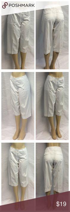 """CASLON LADIES WHITE CAPRIS CASLON LADIES WHITE CAPRIS, Size 14P, 100% cotton, machine wash. Approximate measurements are 18 1/2"""" waist laying flat, 29"""" waist to hem, 20"""" inseam, 10"""" waist to crotch, 4"""" zipper. 0414 Caslon Pants Capris"""