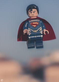 «Superman campeon de los oprimidos, ¡La maravilla fìsica que jurò dedicar su existencia a ayudar a quienes lo necesiten!».  (Superman Nº1 1938)