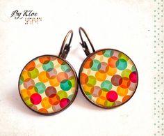 Boucles d'oreilles dormeuses cabochons • Pop seventies • couleur rond jaune orange vert géométrie rétro vintage verre
