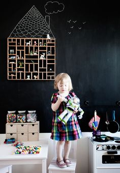 Dosfamily- Kidsroom with chalkboard paint. Shelf that looks like a house.