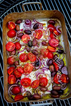 Baked Feta Cheese with Tomato and Olives Raw Food Recipes, Veggie Recipes, Wine Recipes, Vegetarian Recipes, Cooking Recipes, Healthy Recipes, I Love Food, A Food, Good Food