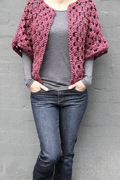 Crochet Diy Granny Shrug Free Crochet Pattern - Crochet shrugs are a fashion statement. This Granny Shrug Free Crochet Pattern can make an attractive piece of clothing for winter easily. Point Granny Au Crochet, Cardigan Au Crochet, Gilet Crochet, Crochet Jacket, Crochet Scarves, Crochet Shawl, Crochet Clothes, Crochet Stitches, Crochet Sweaters