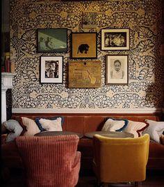 Brenda Can Leewen - Seen in William Morris Wallpaper, Morris Wallpapers, Cheap Home Decor, Diy Home Decor, Antique Wallpaper, Traditional Interior, Kitchen Wall Art, Kitchen Wallpaper Accent Wall, Home