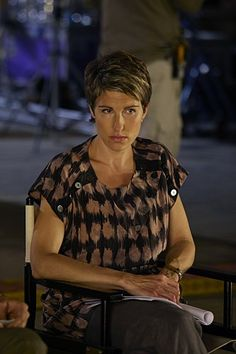 Beverly Lincoln (Tamsin Greig) ~ Episodes TV Series Stills ~ Season Episode 4 Short Hair Cuts, Short Hair Styles, Pixie Cuts, Tamsin Greig, Episodes Tv Series, Friday Night Dinners, British American, Black Books, English Actresses