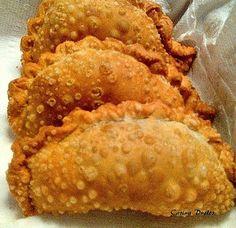 Empanadas de carne, fritas o souflé. #empanadas fritas. #picadas calientes. #picaditas -Fried beef empanadas-