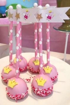 Don't miss this adorable Peppa Pig birthday party! The cake pops are lovely! Birthday Cake Pops, Pig Birthday, Birthday Cake Girls, Party Treats, Party Cakes, Birthday Celebration, Birthday Parties, Picnic Parties, Pig Girl