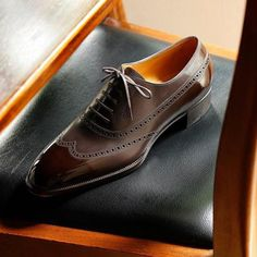 """""""Es difícil retener lo aprendido, a menos que lo practiques""""; Plinio el Viejo (23-79 D. C.). El zapato de un hombre define su elegancia. Dentro de nuestro atuendo ninguna otra prenda"""