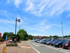 2013年7月20日(土) こんにちは!今日は朝から、神戸市内で全国質屋ブランド品協会の定例会議に出席。帰る道中、第二神明道路・明石サービスエリアで昼食をとってから戻ってきました。久し振りに明石SAに立ち寄ったのですが、レストランもお土産屋さんもガラリと雰囲気が変わりましたね~。心地よい青空が広がる土曜日。残り半日も頑張りましょう☆  それでは、今日も皆様にとって良い1日になりますように(^^ 【加古川・藤井質店】http://www.pawn-fujii.jp/