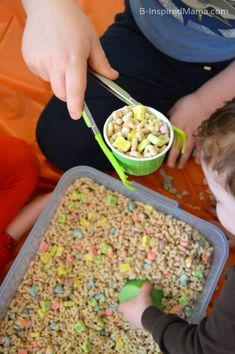 What's your kids' favorite sensory bin filler? Using Tongs for our St. Patrick's Day Cereal Sensory Play at B-Inspired Mama -